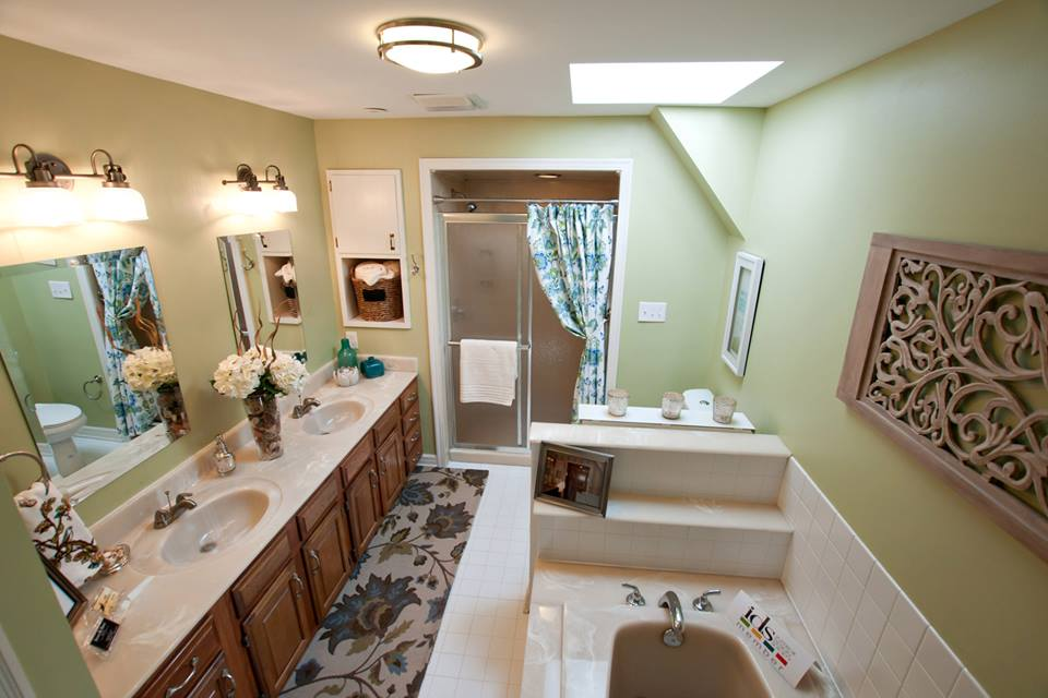 A Bathroom Reno for $1000?