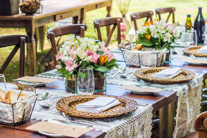 outdoor_table_spring_table_5_tips_northeast_ohio_suzanne_m_harvey_design.jpg