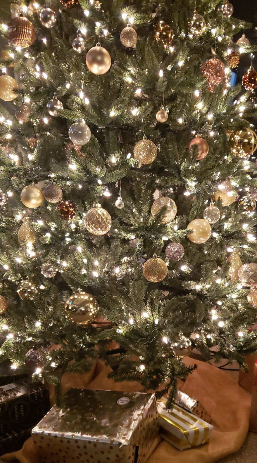 hristmas_tree_how_to_transition_from_holiday_decor_northeast_ohio_suzanne_m_Harvey-1.jpg